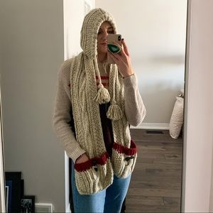 BNWT Roots Cabin Hooded Scarf